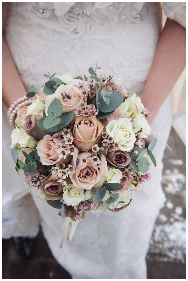 winter wedding bride's bouquet